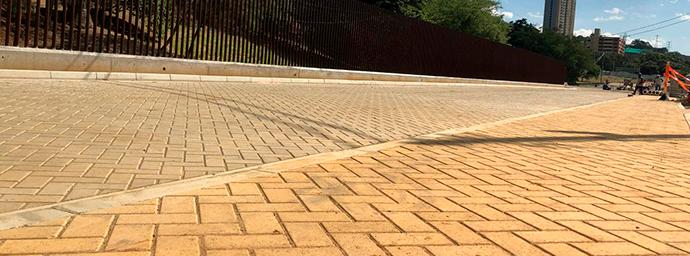 Construcción de pavimentos con adoquines de concreto